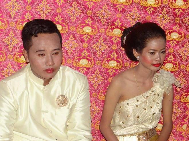 Cô dâu chú rể méo mặt vì thuê nhầm thợ trang điểm 'dởm' trong ngày cưới 5