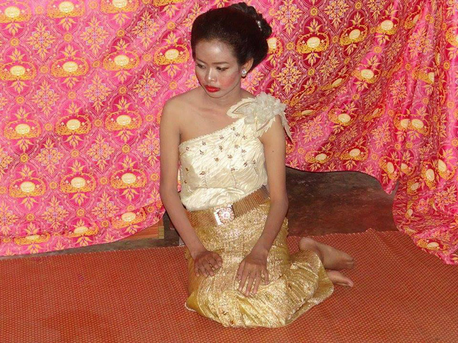 Cô dâu chú rể méo mặt vì thuê nhầm thợ trang điểm 'dởm' trong ngày cưới 4