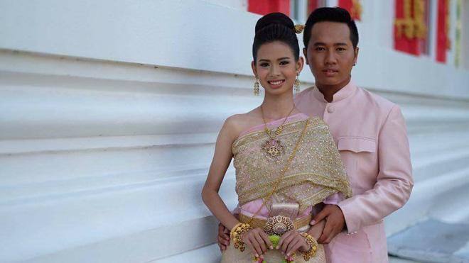 Cô dâu chú rể méo mặt vì thuê nhầm thợ trang điểm 'dởm' trong ngày cưới 9