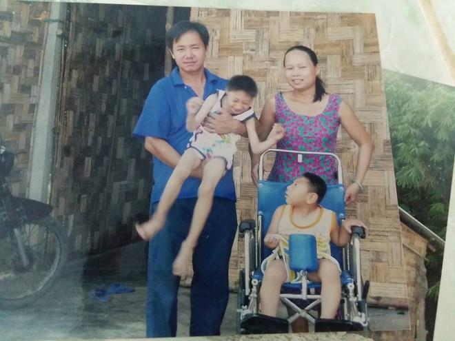 Người mẹ bất ngờ xuất hiện tại nhà ông bố nuôi 2 con bại não: Tôi không bỏ rơi con như chồng tôi nói - Ảnh 4.