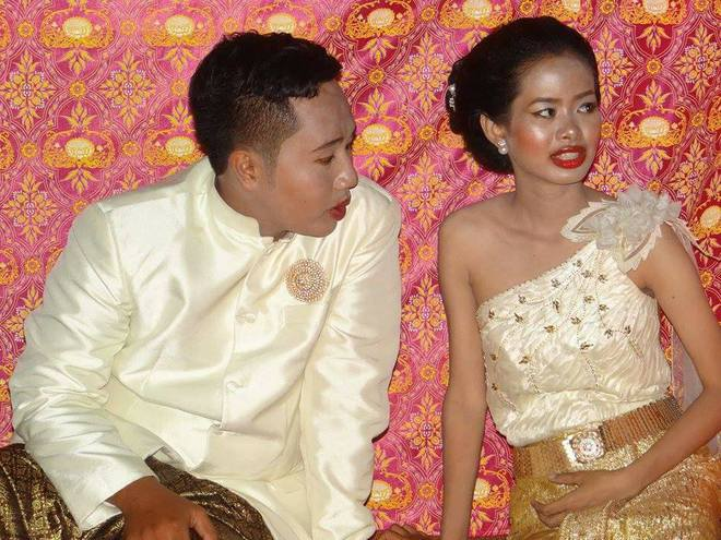 Cô dâu chú rể méo mặt vì thuê nhầm thợ trang điểm 'dởm' trong ngày cưới 1