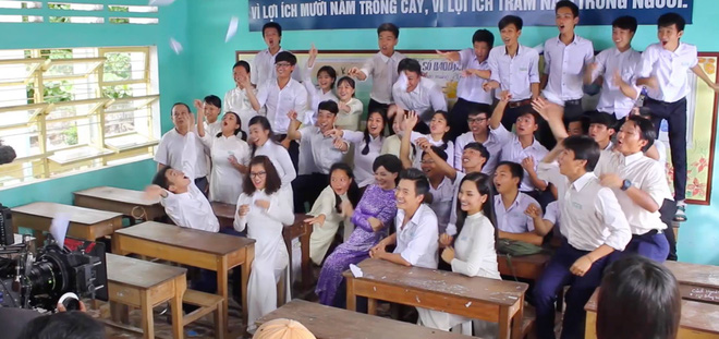 Miu Lê, Ngô Kiến Huy leo tường trốn học trong Cô gái đến từ hôm qua - Ảnh 2.