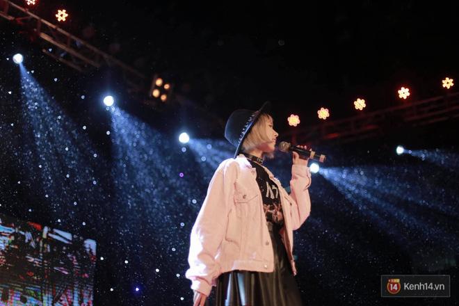 Xuất hiện bất ngờ tại đêm hội Made In 12 của Amser, Min gây náo loạn với bản hit Yêu - Ảnh 3.