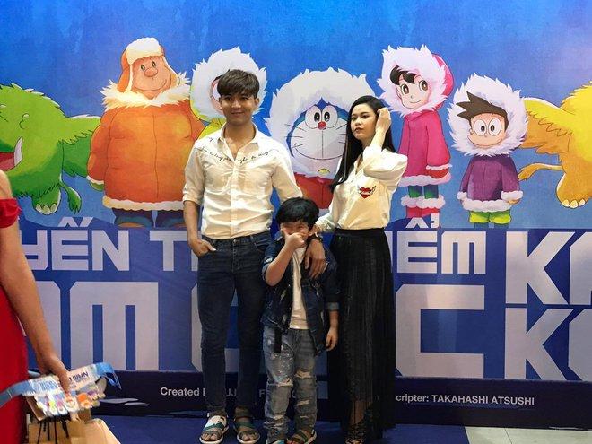 Tim và Trương Quỳnh Anh dẫn con đi xem phim giữa lùm xùm ly hôn - Ảnh 3.