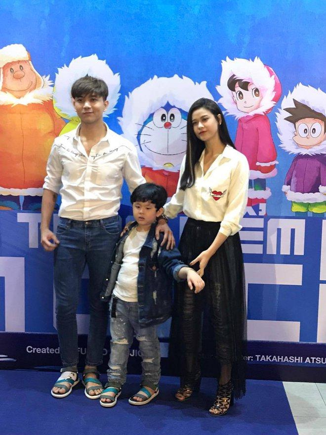Tim và Trương Quỳnh Anh dẫn con đi xem phim giữa lùm xùm ly hôn - Ảnh 4.