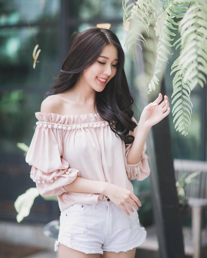 Cô nàng Thái Lan với nét đẹp dịu dàng tựa nữ thần khiến người ta không thể thôi xao xuyến - Ảnh 1.