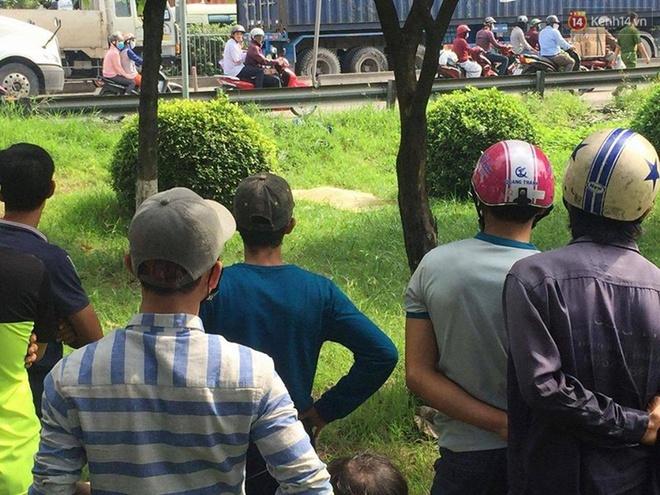 Sau tai nạn, người bạn điều khiển xe về mà không biết cô gái trẻ đi cùng chết trong công viên - Ảnh 2.