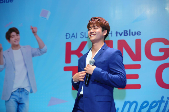 Kang Tae Oh phồng má, chu môi chiều fan Việt cực nhiệt tình - Ảnh 8.