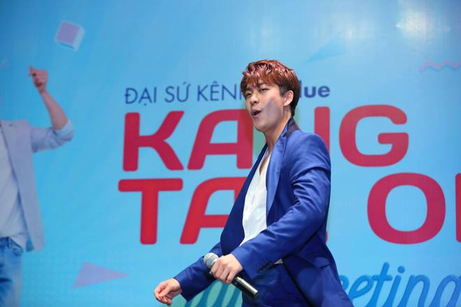 Kang Tae Oh phồng má, chu môi chiều fan Việt cực nhiệt tình - Ảnh 13.