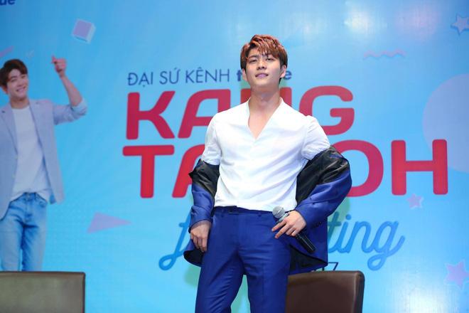 Kang Tae Oh phồng má, chu môi chiều fan Việt cực nhiệt tình - Ảnh 10.