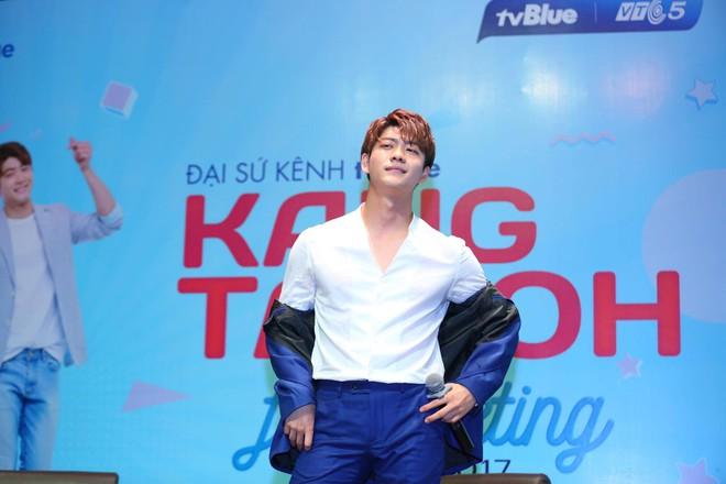 Kang Tae Oh phồng má, chu môi chiều fan Việt cực nhiệt tình - Ảnh 11.