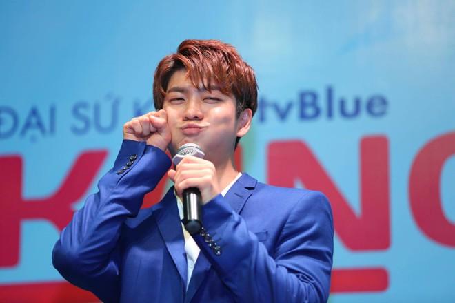 Kang Tae Oh phồng má, chu môi chiều fan Việt cực nhiệt tình - Ảnh 6.