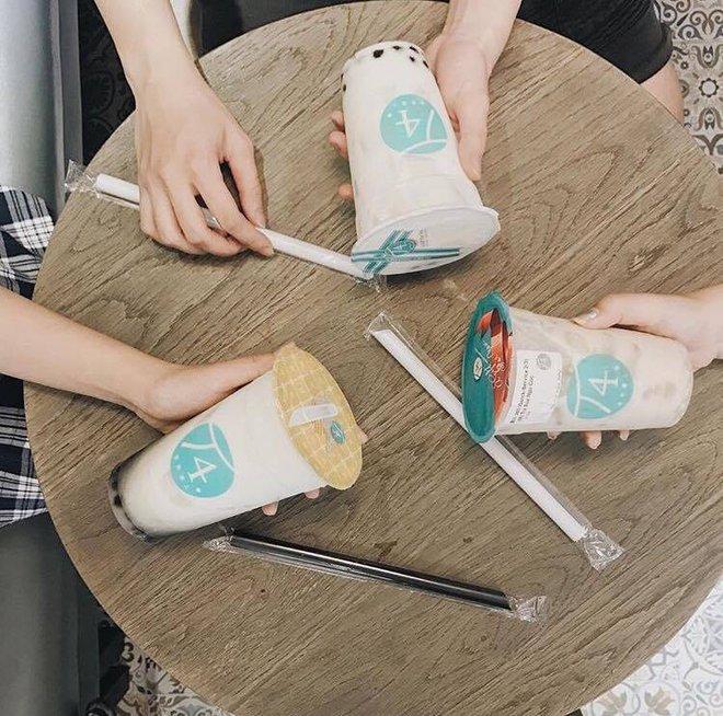 Khu phố đi bộ Nguyễn Huệ đã trở thành phố trà sữa Sài Gòn rồi! - Ảnh 5.