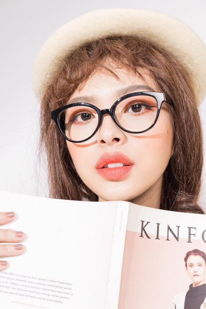 """4 cô nàng Việt sở hữu đôi môi dày mọng """"nhìn là muốn cắn"""" - Ảnh 8."""