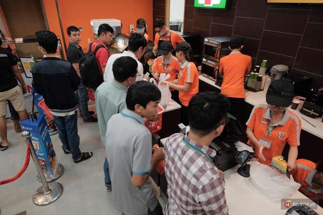 HOT: 7-Eleven chính thức khai trương cửa hàng đầu tiên tại Việt Nam! - Ảnh 3.