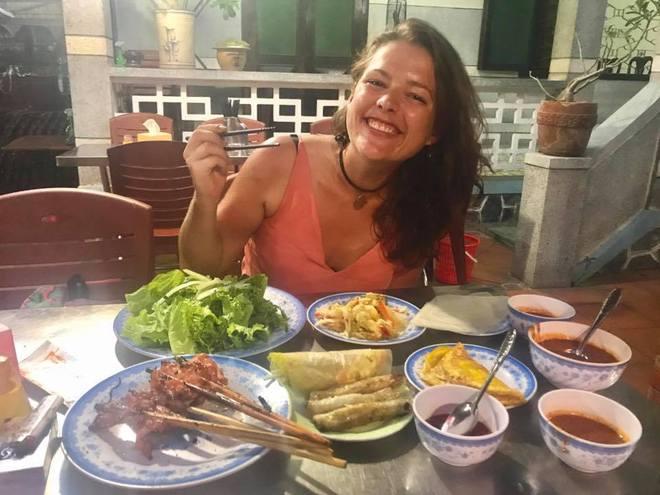 Nữ du khách nước ngoài đi xuyên Việt bị trộm mất xe đạp khi vừa đến Sài Gòn: Bật khóc vì quá sức chịu đựng - Ảnh 6.