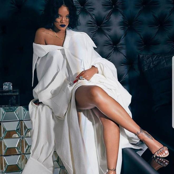 Câu hỏi trong ngày: Em hoa của NTK Công Trí đã đến với Rihanna như thế nào? - Ảnh 1.