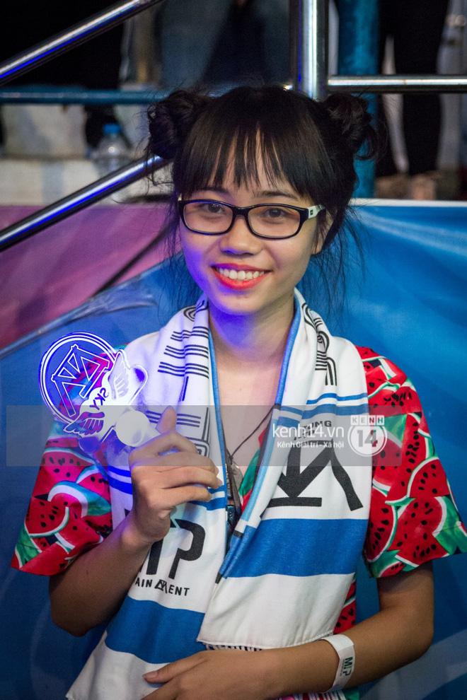 Clip Sky đạt điểm 10 kỳ thi THPT trở thành cô gái may mắn nhất đêm nay: Được nắm tay Sơn Tùng thật lâu! - Ảnh 3.