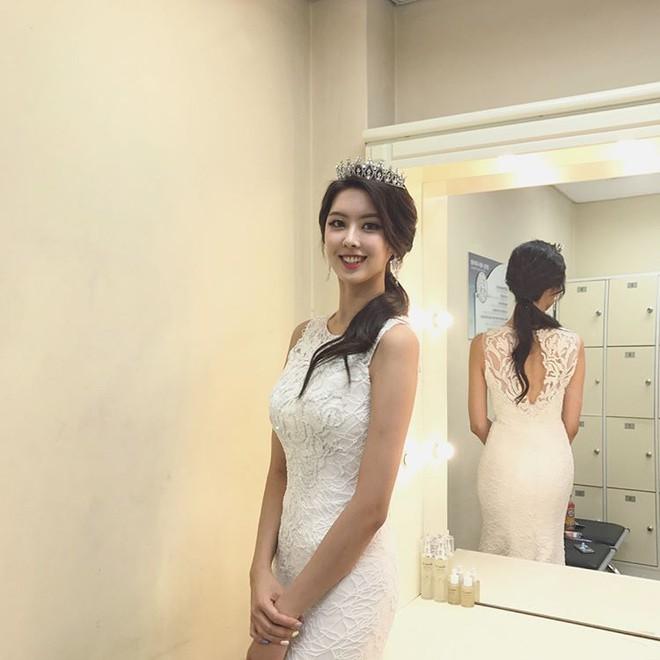 Gái hay trai? Dân mạng châu Á tranh luận sôi nổi về danh tính thực sự của nữ thần xinh đẹp này - Ảnh 8.