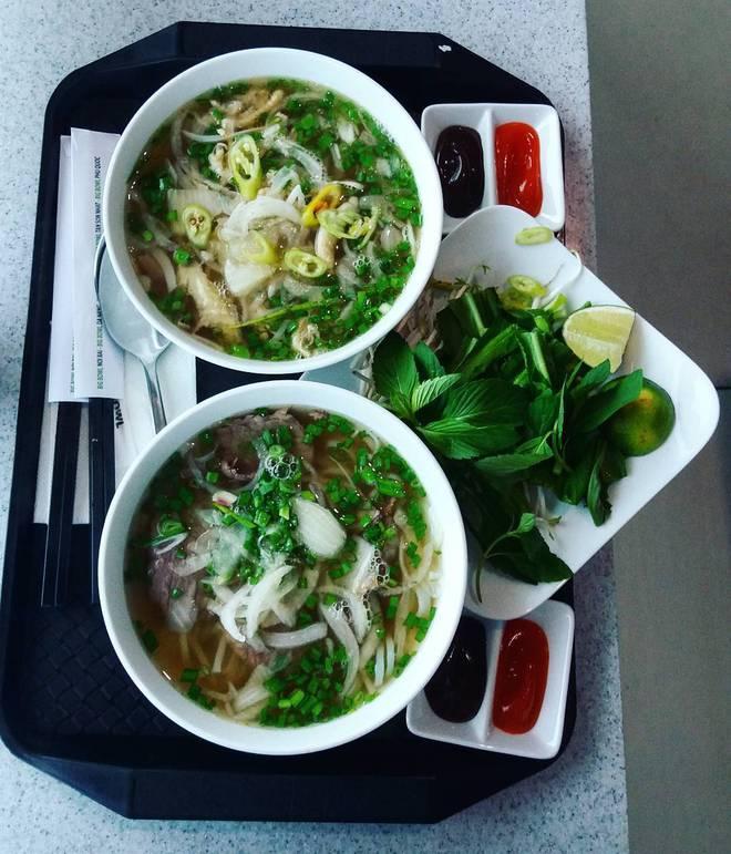 10 món ăn đường phố Việt Nam được CNN hết lời khen ngợi - Ảnh 2.