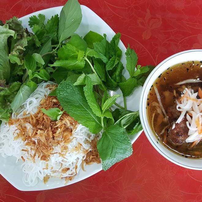 10 món ăn đường phố Việt Nam được CNN hết lời khen ngợi - Ảnh 4.