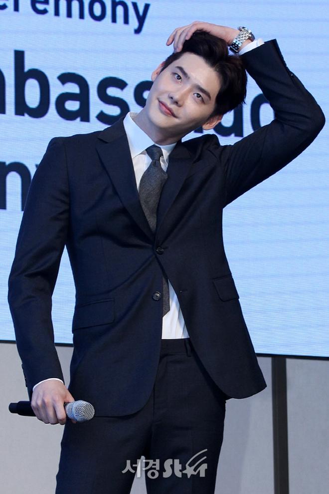 Độc quyền từ Hàn Quốc: Lee Jong Suk điển trai như hoàng tử trong lễ nhậm chức đại sứ du lịch - Ảnh 9.