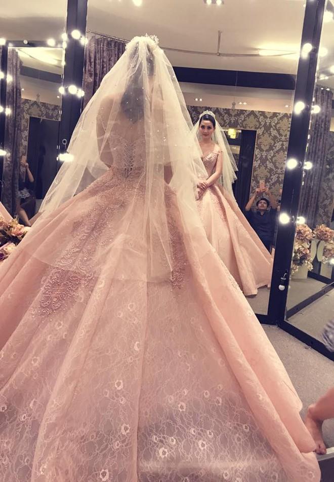 Ngọc Lan rạng rỡ đi thử váy cưới với Thanh Bình - Ảnh 2.