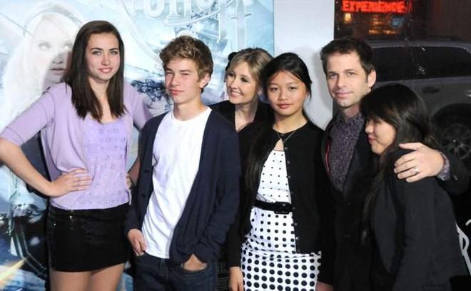 Zack Snyder từ bỏ ghế đạo diễn Justice League, James Wan làm chủ dự án Resident Evil - Ảnh 2.