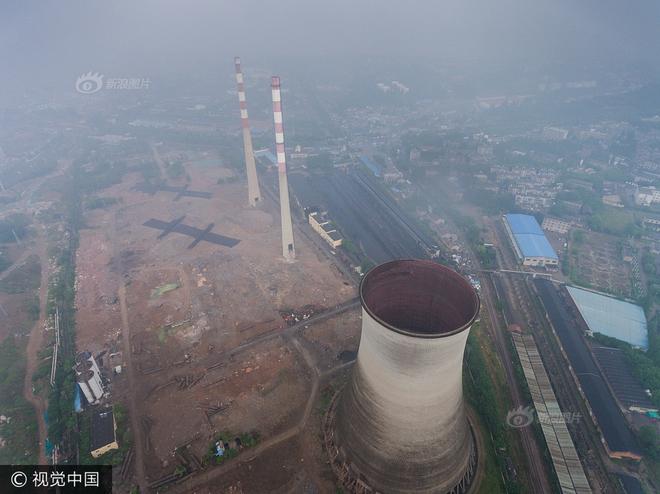 Trung Quốc phá dỡ nhà máy nhiệt điện, cả ngọn tháp cao bằng tòa nhà 60 tầng đổ sập trong vài giây ngắn ngủi - Ảnh 4