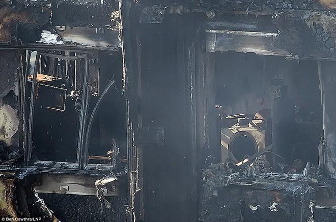 Những hình ảnh hoang tàn bên trong tòa chung cư 24 tầng sau vụ hỏa hoạn nghiêm trọng - Ảnh 4