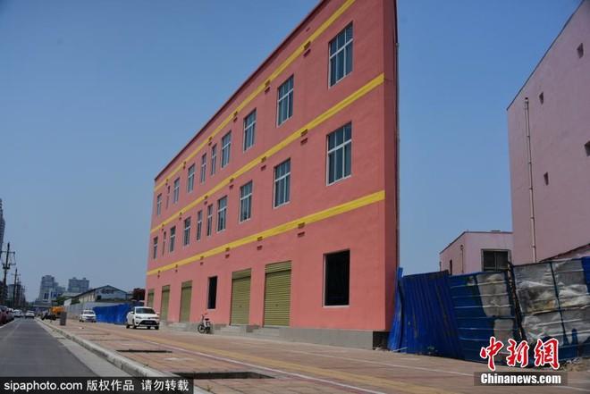 Cứ thi thoảng các kiến trúc sư Trung Quốc lại khiến cho người ta hoảng hồn bởi những tòa nhà mỏng tang như tờ giấy 1