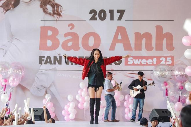 Mặc trưa nắng nóng, người hâm mộ vẫn vây kín sân khấu cổ vũ Bảo Anh nhiệt tình tại fan meeting - ảnh 3