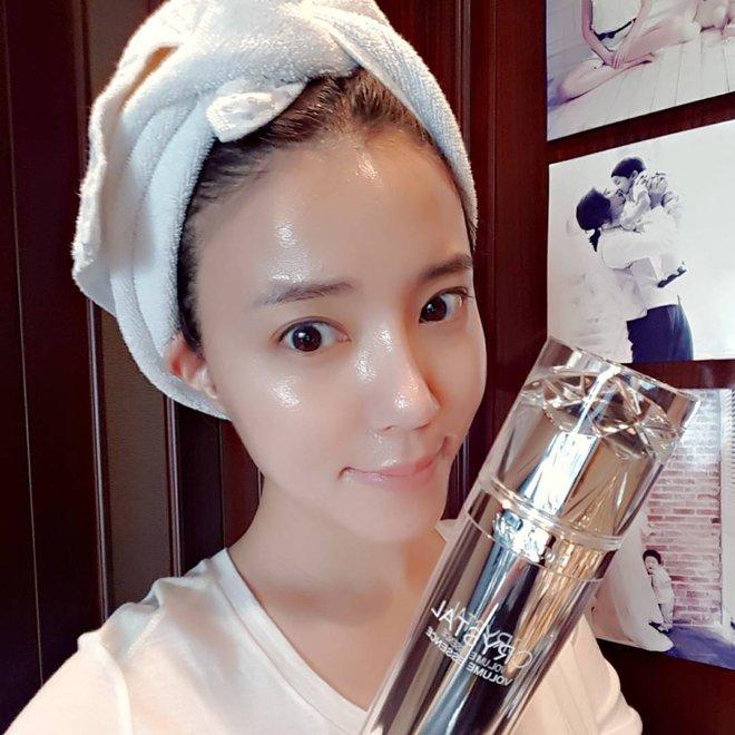 Trước đã mê da căng bóng, nay con gái Hàn lại càng chuộng mốt da bóng lưỡng như bôi mỡ - Ảnh 10.