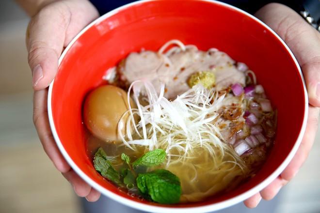 Món mì Nhật Bản đầu tiên trên thế giới được nhận sao Michelin lại có giá rẻ bất ngờ - Ảnh 2.