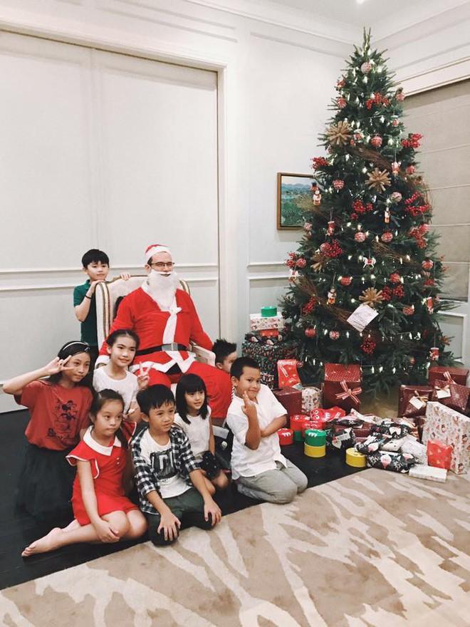 Tăng Thanh Hà và hội bạn tri kỷ tổ chức tiệc Giáng sinh sớm cho các con - Ảnh 3.
