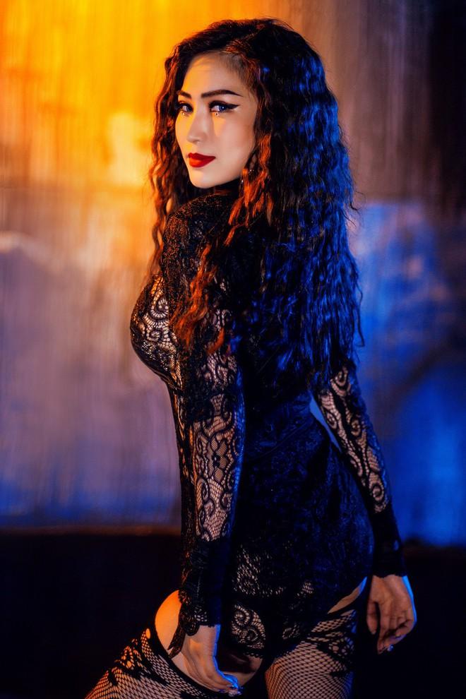 Một ngày sau khi Chi Pu ra ca khúc thứ 4, Hương Tràm bất ngờ tung MV nhạc Dance sớm hơn dự định - Ảnh 4.