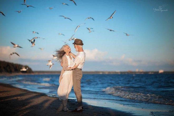 """Bộ ảnh """"Tình yêu vượt thời gian"""" của cặp vợ chồng già khiến ai cũng thầm mơ về một mối tình trọn đời như thế - Ảnh 3."""