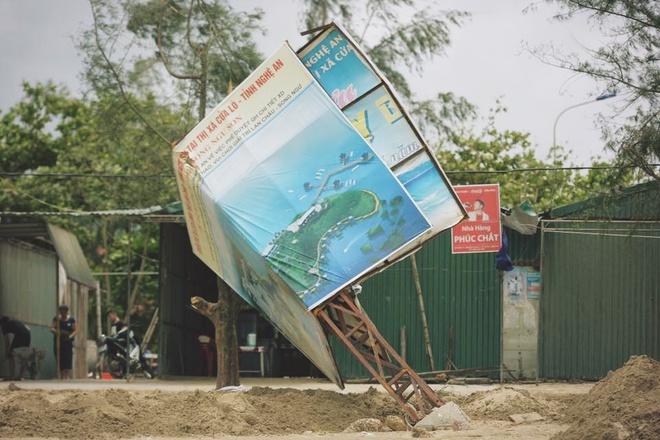 Bãi tắm Cửa Lò tan hoang, thiệt hại nặng nề sau bão số 2