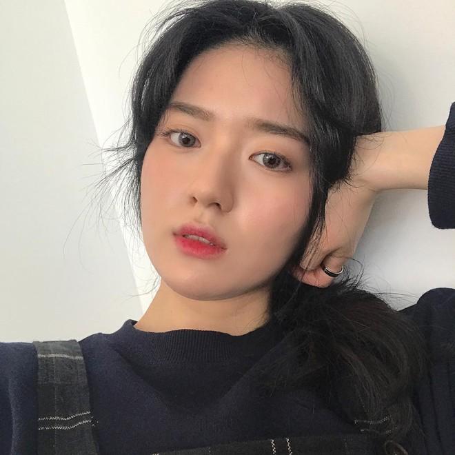 Cô bạn Hàn Quốc này mà sang Việt Nam, kiểu gì bạn cũng nhận nhầm là Tú Linh M.U đấy - Ảnh 2.
