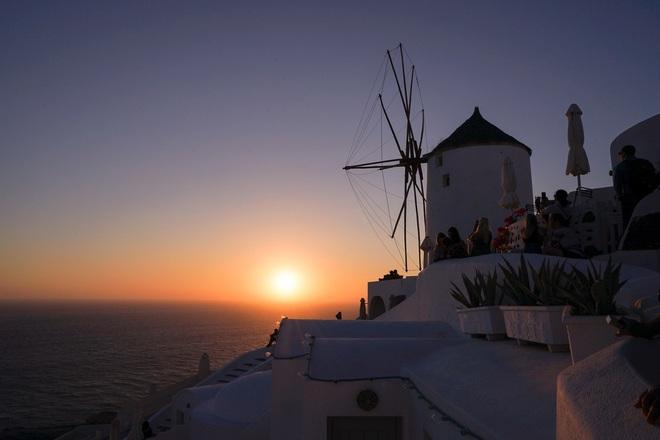 Santorini - Hòn đảo đẹp như thiên đường mà bạn nhất định phải dành tiền để đến một lần trong đời - Ảnh 14.