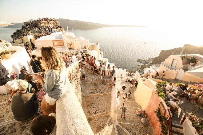 Santorini - Hòn đảo đẹp như thiên đường mà bạn nhất định phải dành tiền để đến một lần trong đời - Ảnh 6.