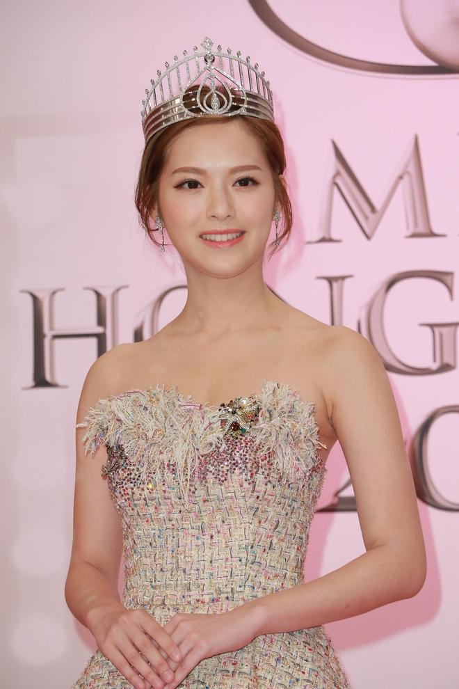 Tân Hoa hậu Hồng Kông 2017 vừa đăng quang đã bị chê bôi vì nhan sắc quá bình thường - Ảnh 5.