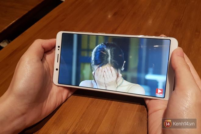 Đánh giá chi tiết Vivo V7+: Thiết kế viền mỏng đẹp, chất lượng camera selfie tốt, giá 8 triệu đồng! - ảnh 5