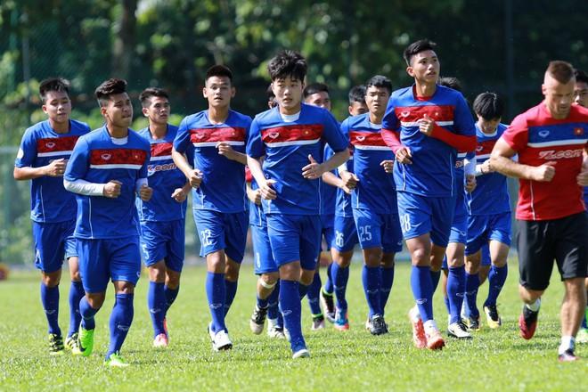 HLV Hữu Thắng loại 4 cầu thủ, chốt danh sách U22 Việt Nam dự SEA Games 29 - Ảnh 1.