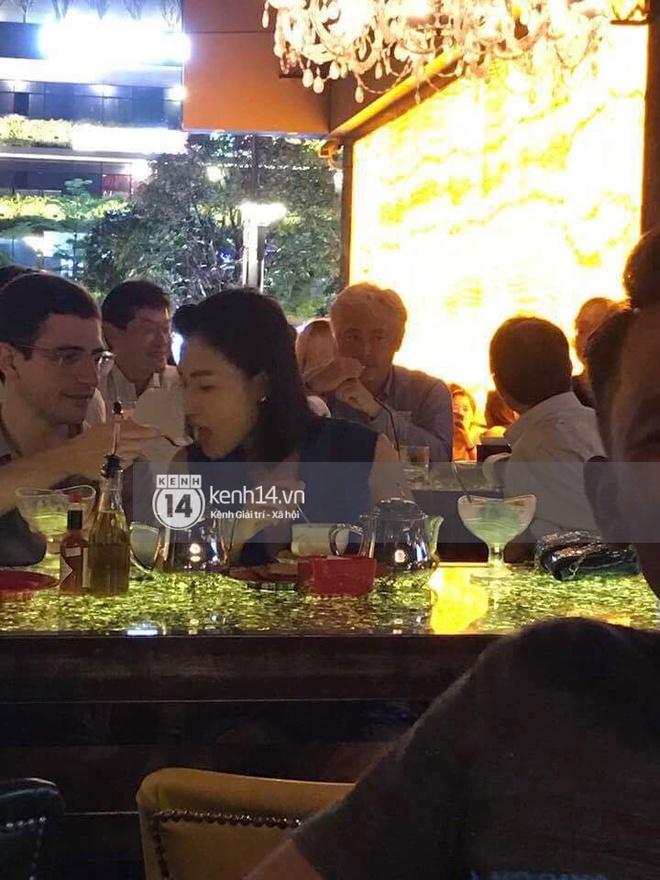 Giữa tâm bão HO đi ăn tối thân mật với trai lạ