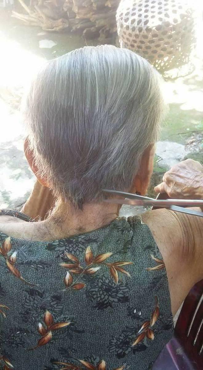 Chuyện tình 70 năm đẹp như giấc mơ của cụ ông trong bức hình tự tay cắt tóc cho vợ - Ảnh 2.