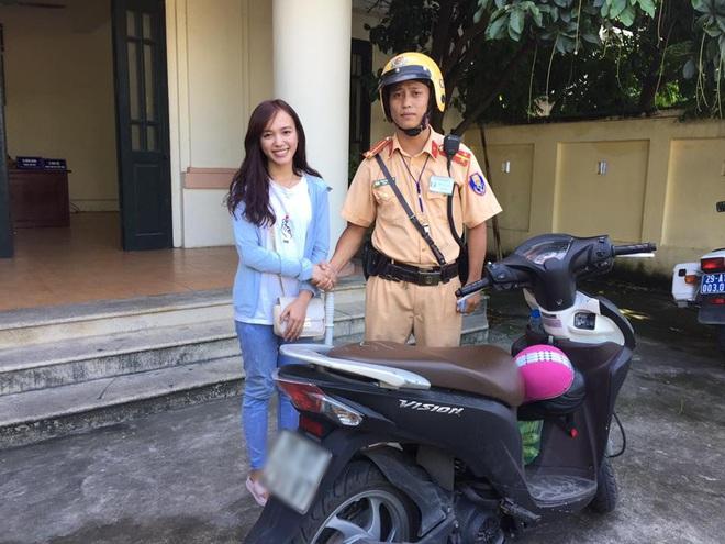 Hà Nội: Cô gái xinh đẹp tìm lại được xe máy sau 2 năm bị mất cắp - ảnh 1