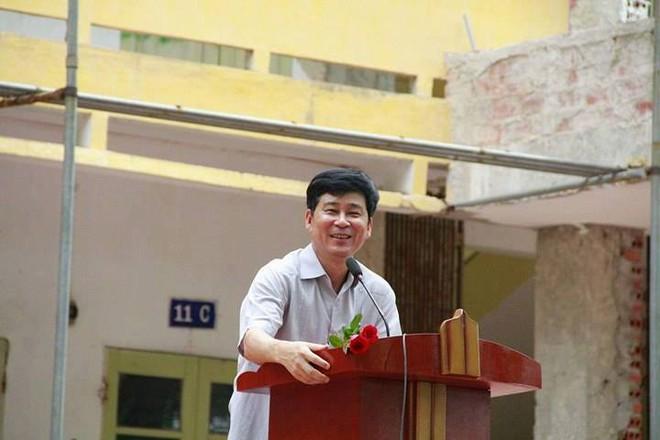 """Thêm 1 chuyện """"Sống tử tế được gì?"""": Thầy Hiệu trưởng chuyển công tác, hàng trăm HS ở Ninh Bình xếp hàng khóc - Ảnh 3."""