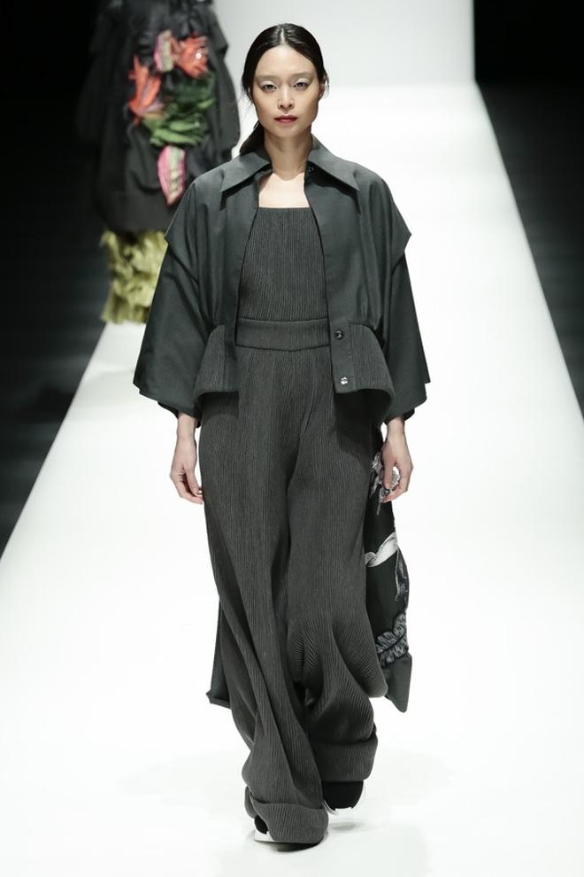 """BST mới của NTK Công Trí tại Tokyo Fashion Week: Trước cái đẹp, bạn chỉ còn biết """"Wow"""" lên một tiếng!!! - Ảnh 22."""