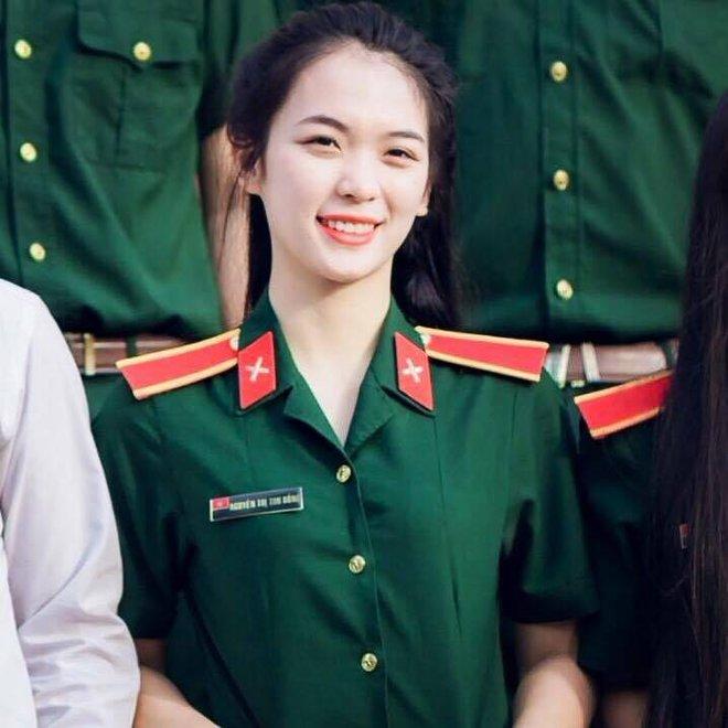 Cô giáo xinh đẹp dạy môn Quốc Phòng - An Ninh khiến HS ầm ầm muốn học lại - Ảnh 2.